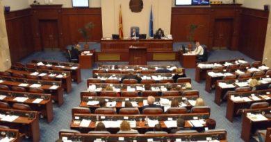 İlköğretim ve lise kitap yasası bugün Meclis gündeminde
